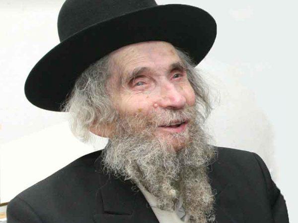 לפתע הגיע יהודי עם כיפה קטנה שבקושי רואים אותה