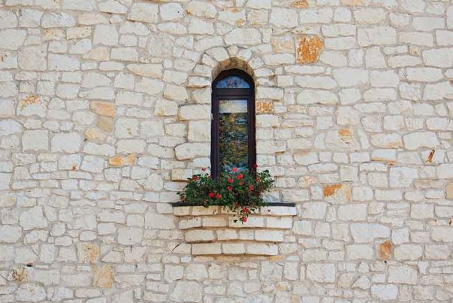 מהי 'קוֹרת מבוי'? * מדוע לא ניתן להתיר טלטול בחצר על ידי 'לֶחי' או 'קוֹרה'? * מה הן מידות הטפח ה'מצומצמת' וה'מרוּוחת'?