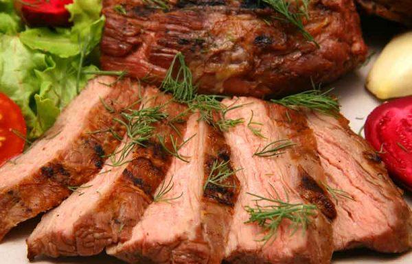 """האם מלכת אנגליה בזמן """"הבן איש חי"""" היתה אוכלת בשר כשר?"""