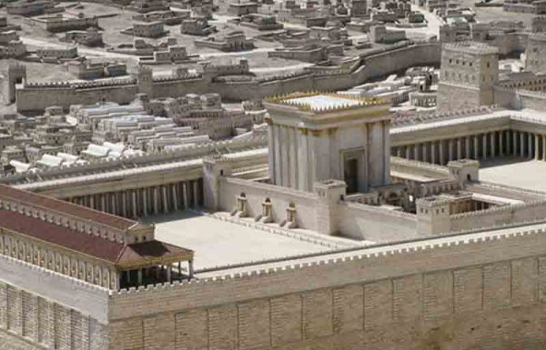 האם יבנה בית המקדש השלישי בידי אדם או ירד מן השמים?