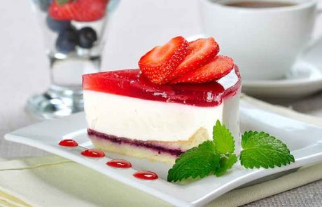האוכל עוגה בשבת לפני השקיעה – האם רשאי להמשיך לאחר השקיעה?