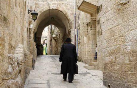 דמות הזקן עם הבשמים העולה בעיני רוחי היא של אחד הזקנים  בבית הכנסת 'מוסאיוף' בירושלים…