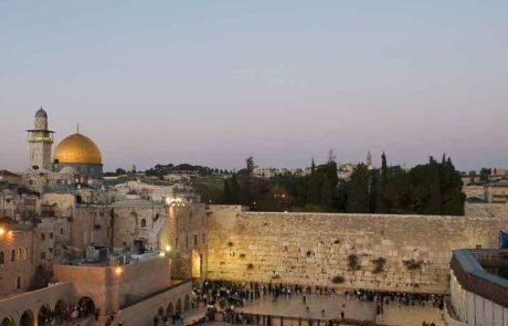 כיצד תנהג אם תעבור בדרך לכותל המערבי בפסח, בירושלים העתיקה, ליד מאפיה של ערבים ותריח פיתה חמה של גוי?