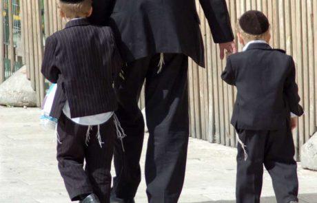 באיזה מקרה אסור ללכת עם ילד יד ביד בשבת?