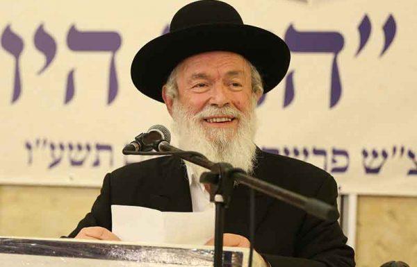 """ברצוני לספר על יהודי כבן 95 שכל פעם כשנודע לו שאני בביתי, הוא מגיע לדירה, מצביע עלי ואומר: """"בשואה היו עוד הרבה יהודים כמוך, עם זקן ופאות והנאצים הכריחו אותם לשאת על בגדיהם את הטלאי הצהוב""""…"""