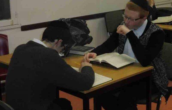 מי היו שני הבחורים שדיברו בלימוד בתוך קודש הקודשים?