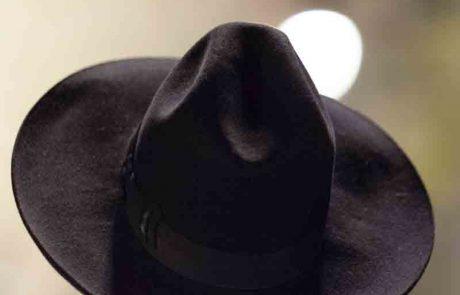 פלוני לקח בטעות את כובעך והשאיר את שלו, האם תוכל להשתמש בכובעו עד שתפגשו ותתחלפו?