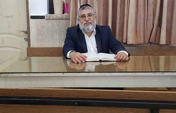 """""""אחד מהלומדים אצלנו הוא עורך דין מצליח, שהחליט שאם הידע שלו בחוק הישראלי כל כך נרחב ועמוק, עליו להכיר את החוק היהודי, את ההלכה, ברמה שאינה נופלת מכך. הוא משקיע רבות ונחשב לאחד המצוינים שבחבורה"""""""