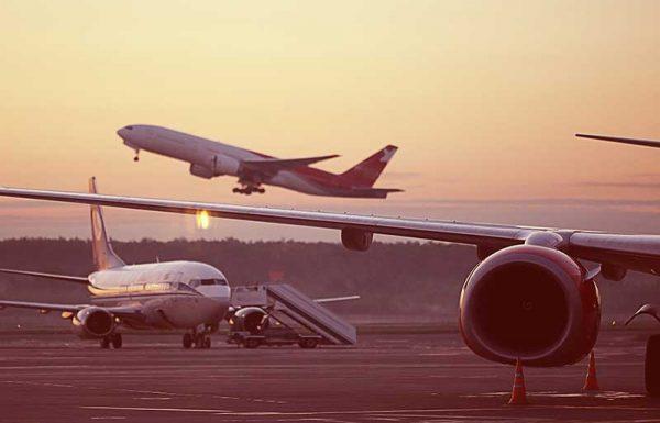 מאחת הפינות בשדה התעופה נשמעו לפתע גניחות מקוטעות. מה אירע? אחד הנוסעים נראה כשהוא לופת את ברכיו ומתפתל בייסוריו. התברר שהאיש סובל מבעיה בריאותית כלשהי ברגליו