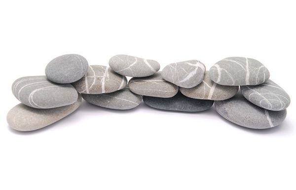 האם יעקב אבינו הניח אבנים אף מסביב לגופו כנגד חיות רעות?
