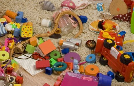 הילדים רוצים לשחק בפליימוביל, שהתערבב עם הלגו, האם מותר להפרידם?
