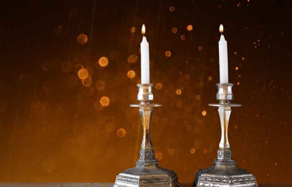 מדוע יש עניין להדליק נרות רבים בשבת?