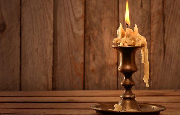 מדוע נר הדולק בחדר חשוך ביום, מאיר בצורה שונה מאשר נר הדולק בלילה?