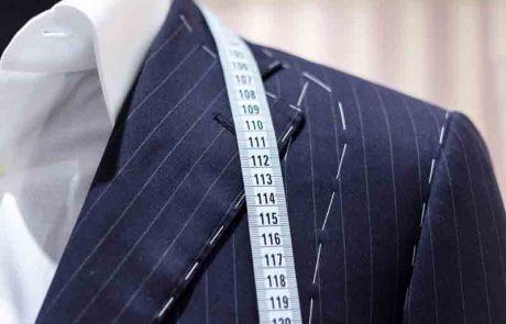 האם מותר ללבוש חליפה על הכתפיים ברשות הרבים?