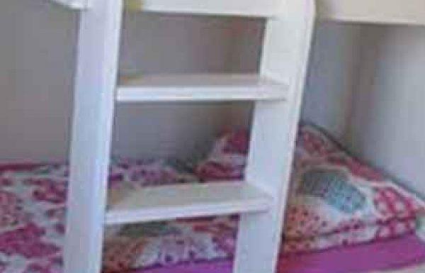 האם מותר לישון בסוכה במיטת קומתיים?