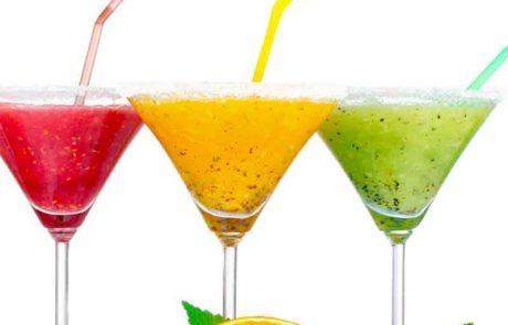 האם מותר לשתות מיץ שהצטבר בתחתית צלחת של סלט פירות?