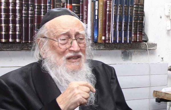 """אני בן יחיד. אמא שלי הייתה מורידה נהרות של דמעות. היא ראתה מה קורה מסביב, שהבנים לא הולכים כלל לבית הכנסת, וממילא לא אומרים קדיש, אז היא הייתה בוכה: """"רבש""""ע! עזור לי שהבן שלי יישאר יהודי!"""" התפילות של אמא שלי לבסוף הגיעו ונענו"""