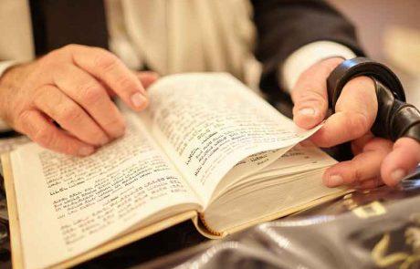 האם מותר להתפלל מתוך סידור שהודפס בשבת?