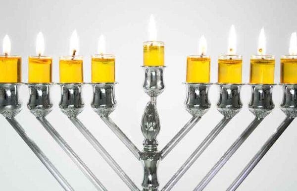 המתחמם לאור נרות החנוכה או שאור הנרות מרגיעו, האם נחשב הנאה האסורה?