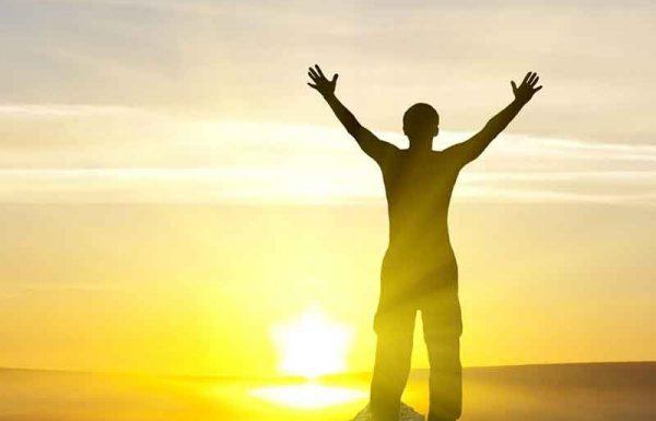 """האם הנך מכיר את הרב שך, שאתה שח אודותיו בהערצה רבה כל-כך?"""" – שאל רבי אברהם יצחק קוק, ובעל ה'יאכטה' הנהן בראשו בהתלהבות וציין: """"ודאי שאני מכירו! הלא הוא היה ממש ידיד שלי!""""… """"מה לך ולרב שך?"""" – הוסיף הרב קוק ושאל"""