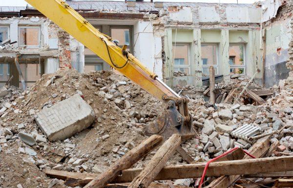 עליך לדעת כי כאן בבנין, ישנו סכסוך, לא ממש ריב אבל בעיה:  אחד השכנים מעוניין לשפץ את דירתו, ואנו כמובן לא מסכימים כי הבניה גוררת לכלוך ורעש וכו'