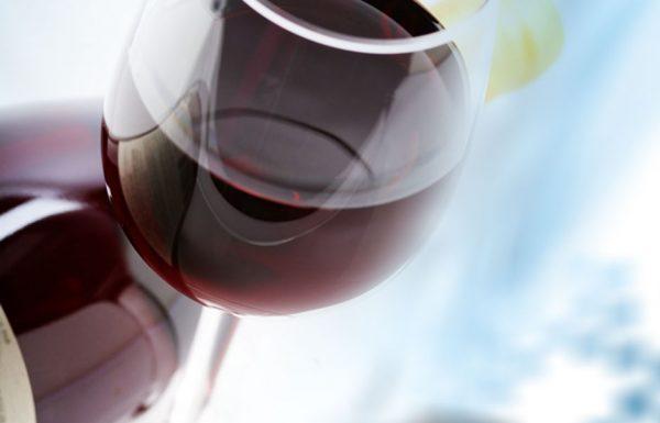 הגאון הגדול רבי יצחק זילברשטיין: מה יעשה מי שיש לו בקבוק יין אחד ואם ישתה בפורים לא יהיה לו יין בפסח לד' כוסות
