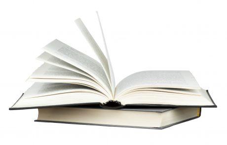 אתה צריך ספר מִשָּׁכֵן בשבת – כיצד מותר לך לבקש זאת?