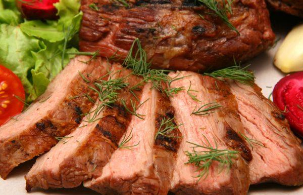 מי שאחר לסעודת 'סיום' בתשעת הימים, יכול לאכול בשר בסעודה?
