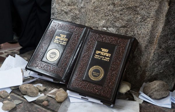רבבות כבר הוסיפו את שמותיהם ל'ספר הגיבורים' שיונח על ציונו הק' של מרנא החפץ חיים ביום הילולא