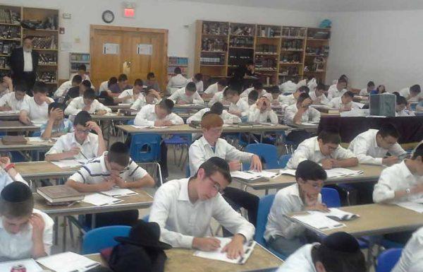 """למעלה מ-2,500 בחורים בשלש עשרה קעמפים בהרי ארה""""ב השתתפו בתכנית לימוד הדף היומי של דרשו"""
