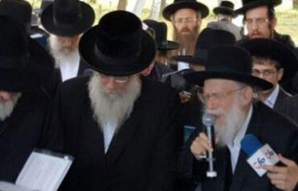 """מעמד נורא הוד בתפילת משלחת הרבנים של 'דרשו' על ציונו הק' של מרנא החפץ חיים זיע""""א ביום ההילולא"""