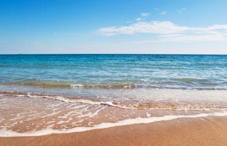 האם מותר ללכת לים בימי בין המצרים?